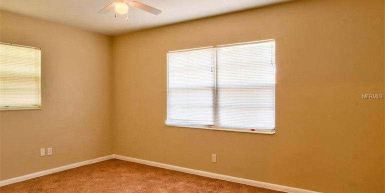 9220-N-52nd-st-Tampa-Florida-33617-12