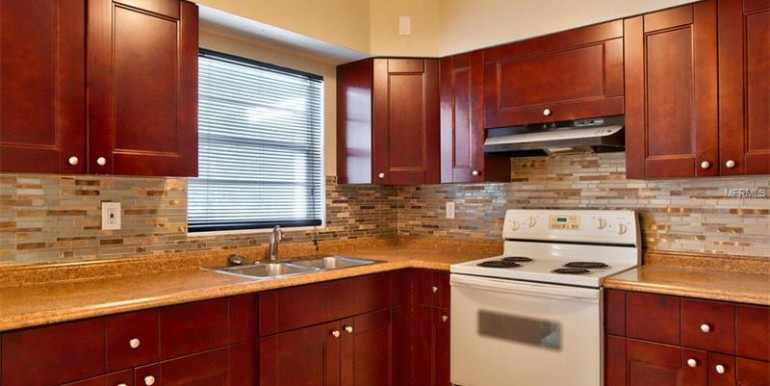 9220-N-52nd-st-Tampa-Florida-33617-13