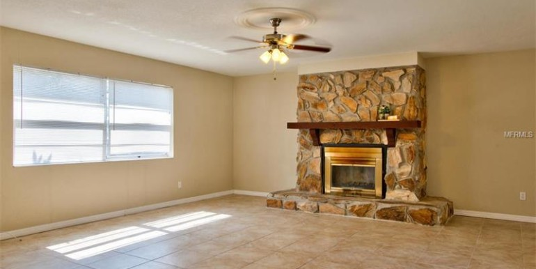 9220-N-52nd-st-Tampa-Florida-33617-18