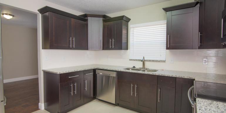 708 13th Ct SW Largo FL 33770-large-011-16-Kitchen-1498x1000-72dpi