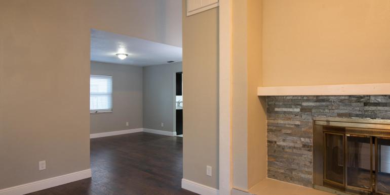 708 13th Ct SW Largo FL 33770-large-013-8-Family Room-1498x1000-72dpi
