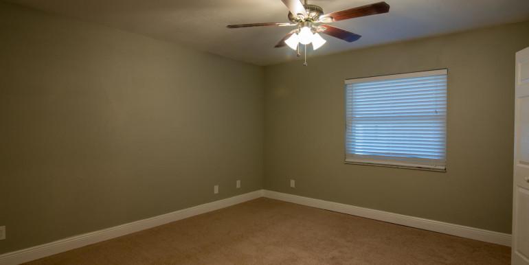 708 13th Ct SW Largo FL 33770-large-016-17-Master Bedroom-1498x1000-72dpi