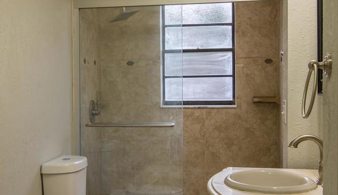 708 13th Ct SW Largo FL 33770-large-017-18-Master Bath-668x1000-72dpi