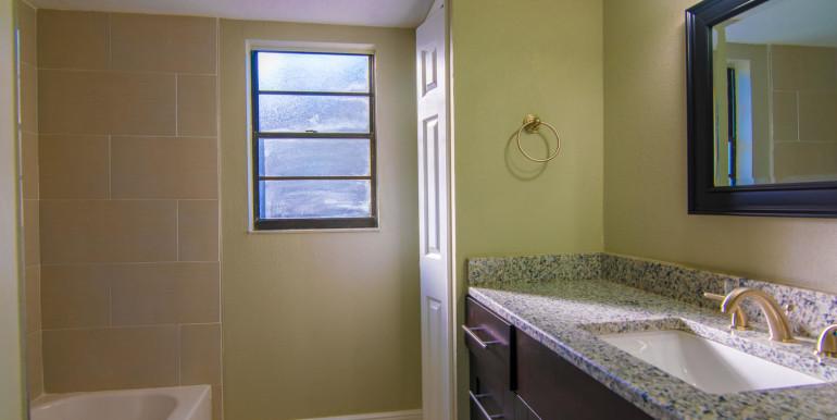 708 13th Ct SW Largo FL 33770-large-020-19-Bathroom-1498x1000-72dpi
