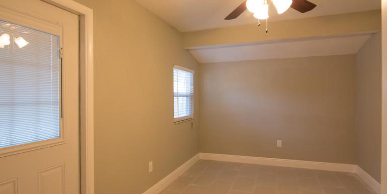 708 13th Ct SW Largo FL 33770-large-022-11-Mud Room-1498x1000-72dpi