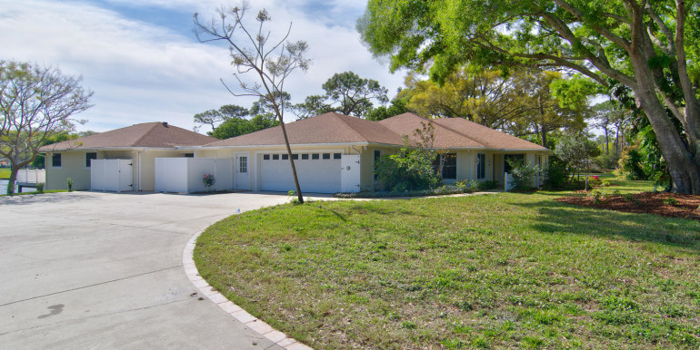 1865 S Jessica Rd Clearwater-large-002-23-Driveway and sideloading-1500x1000-72dpi