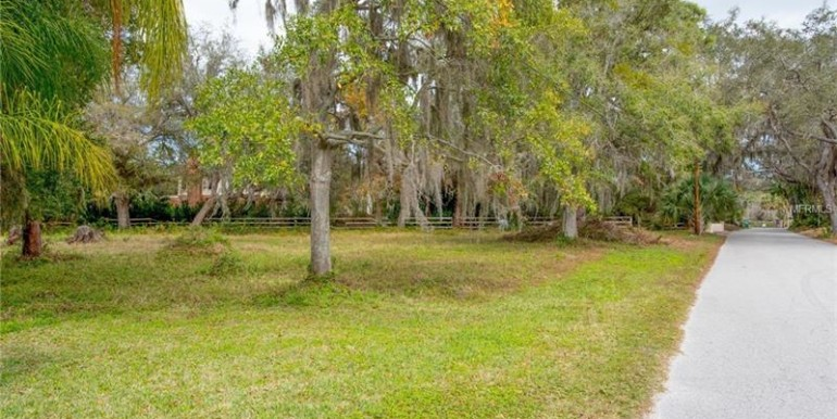 highland-avenue-tarpon-springs-florida-34688-2